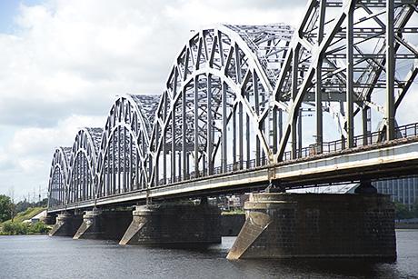 Снаряд у моста