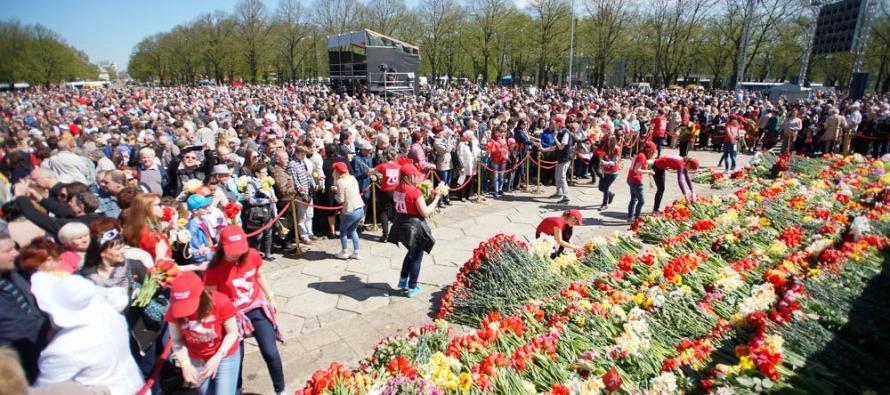70 лет Победы в Риге: У Памятника Освободителям