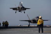 Тестирование истребителей Lightning II в море