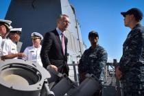 Генсек НАТО посетил эсминец USS Carney
