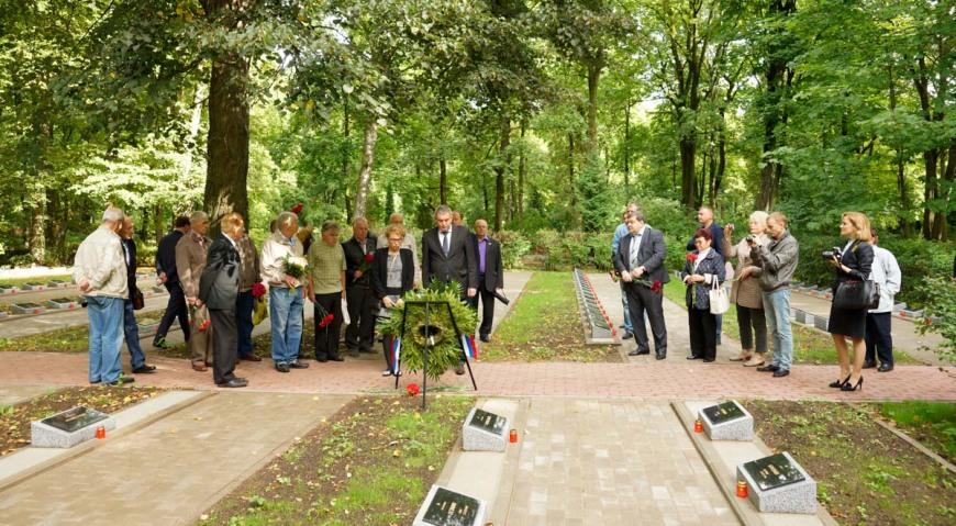 Церемония открытия на Гарнизонном кладбище в Риге