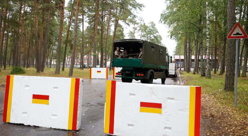 Меры предосторожности на военной базе Адажи