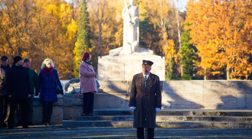 Выступает командующий НВС Латвии генерал-лейтенант Раймондс Граубе
