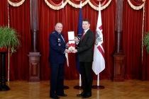Вручение ордена Виестура генералу Бридлаву