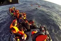 Надувная лодка затонула во время спасения