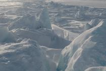 Десантники в Арктике преодолевают открытую воду