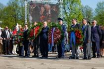 9 мая в Риге: Венки к памятнику Освободителям