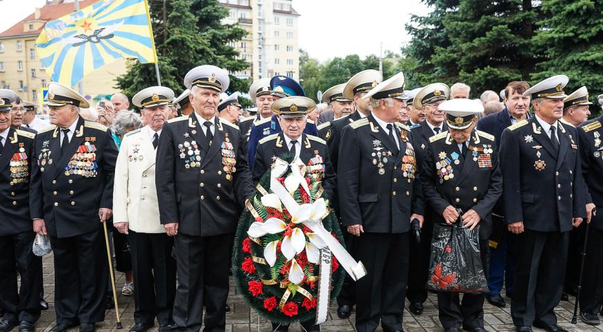 Ветераны морской авиации на празднике