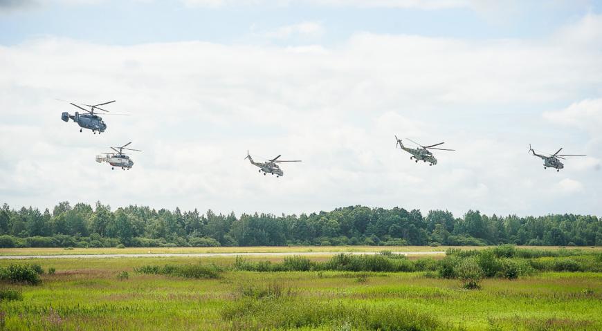 В воздухе вертолёты Морской авиации Балтфлота