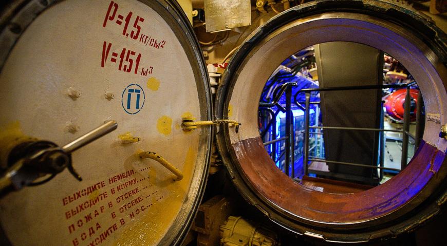 Секция-люк на подводной лодке
