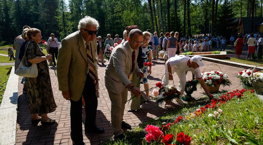 Латвийская делегация возложила цветы