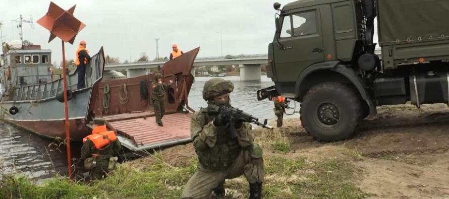 Учения Беломорской ВМБ по наведению переправы
