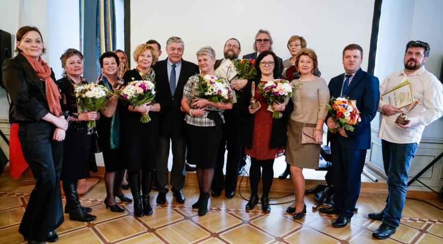 Победители конкурса Янтарное перо с послом и членами жюри
