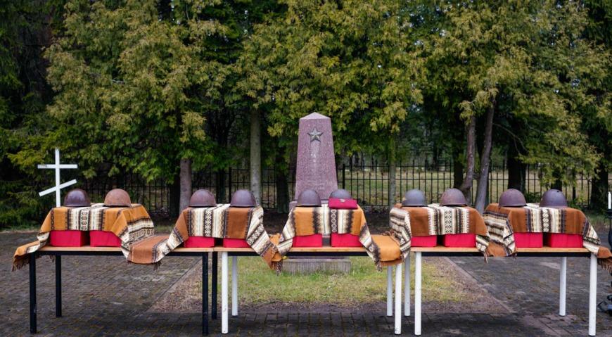 Воинское братское кладбище в посёлке Ропажи