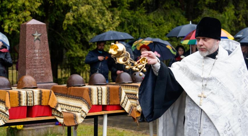 Отпевание провёл священник Русской Православной церкви в Латвии иерей Валентин