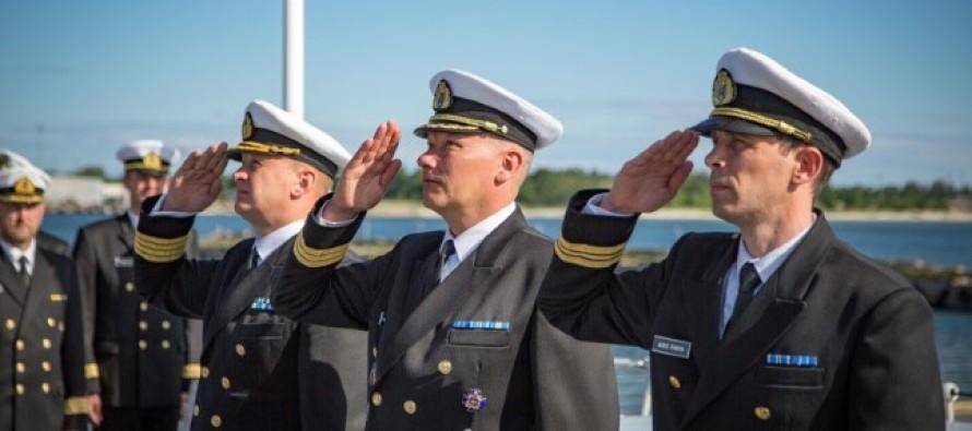 У тральщика Admiral Cowan новый командир