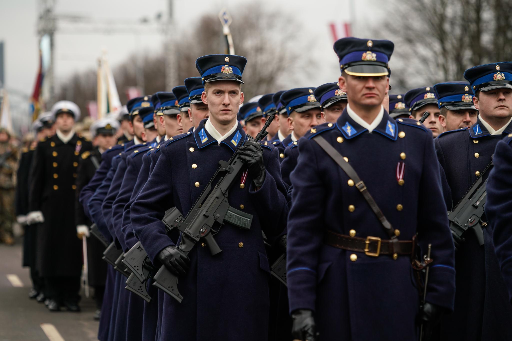 Парад в День независимости Латвии