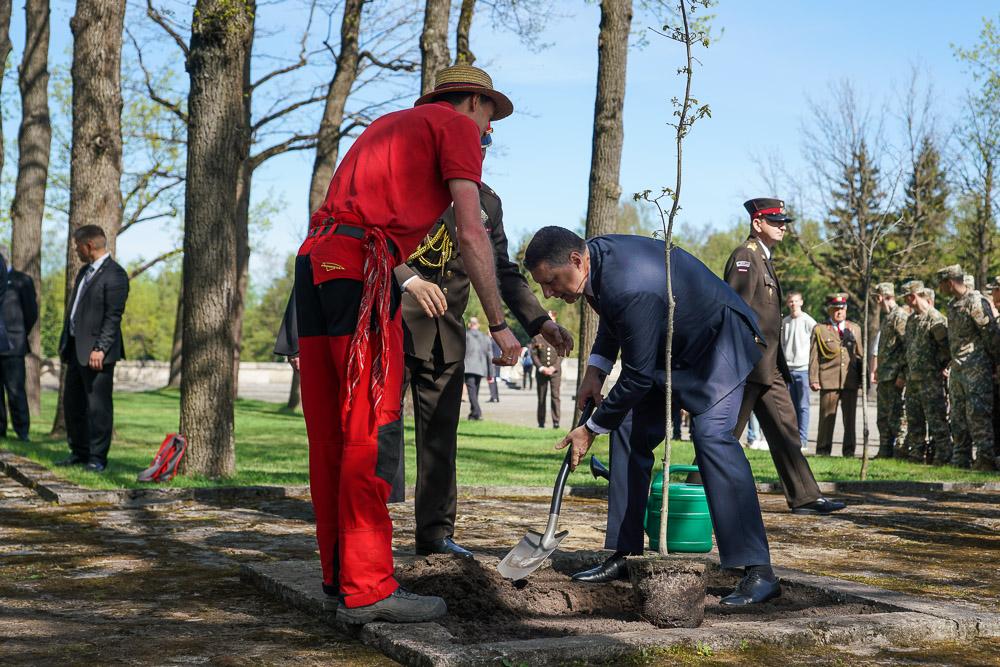 8 мая на Братском кладбище в Риге