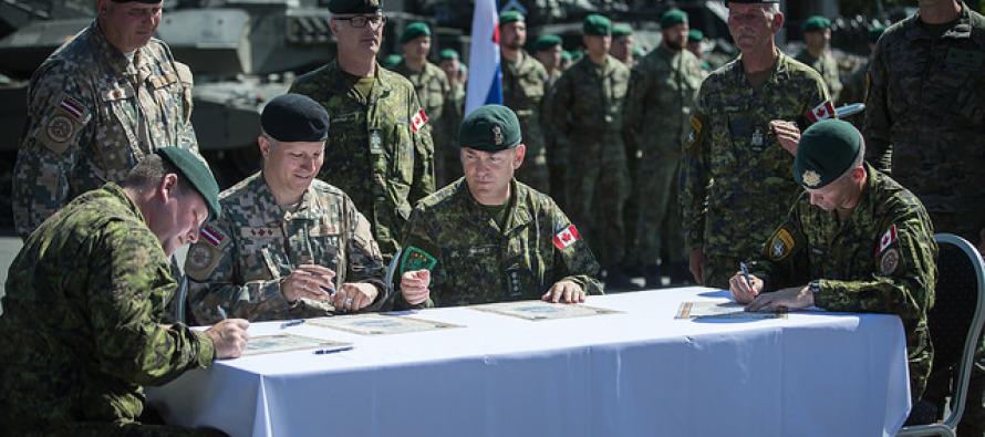 Церемония смены командира боевой группы НАТО