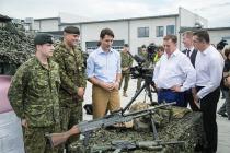 Премьер Канады Трюдо посетил базу в Адажи