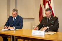 Вооружённые силы дружат с компанией «Латвийские леса»
