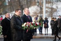 Военные руководители почтили память баррикад