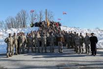 50 солдат закончили курс в Пехотной школе в Алуксне