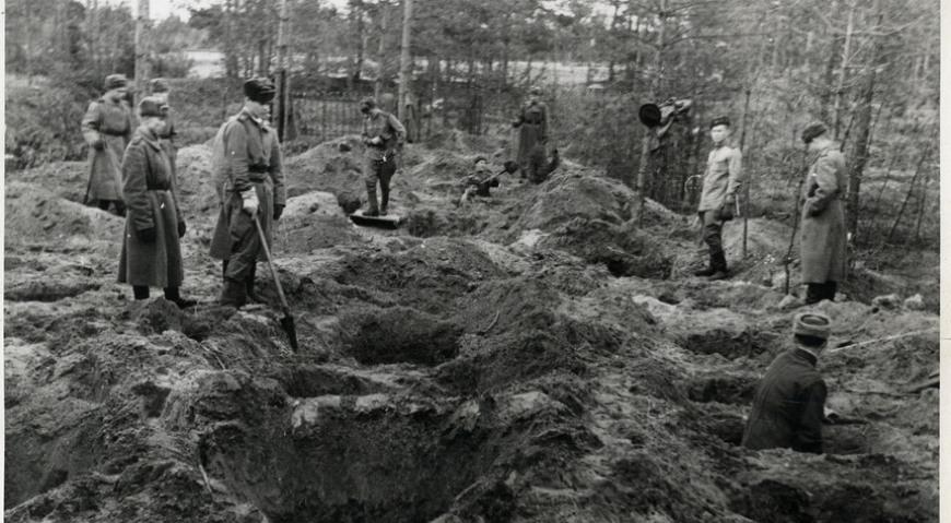 Следственная эксгумация на Гарнизонном кладбище в Саласпилсе, апрель 1945 г.