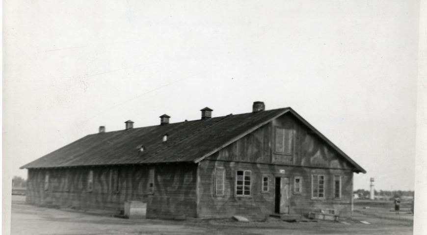 Уцелевший барак, октябрь 1944 г.