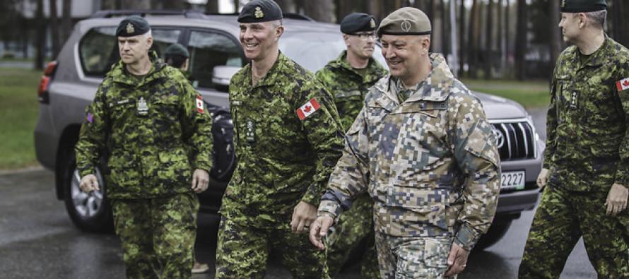 Командующий сухопутными силами Канады посетил базу в Адажи