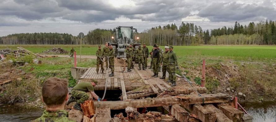 Войска построили мост в деревне Кохала