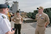 Визиты на корабль USS Fort McHenry
