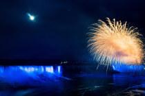 Ниагарский водопад расцветили в синий цвет НАТО