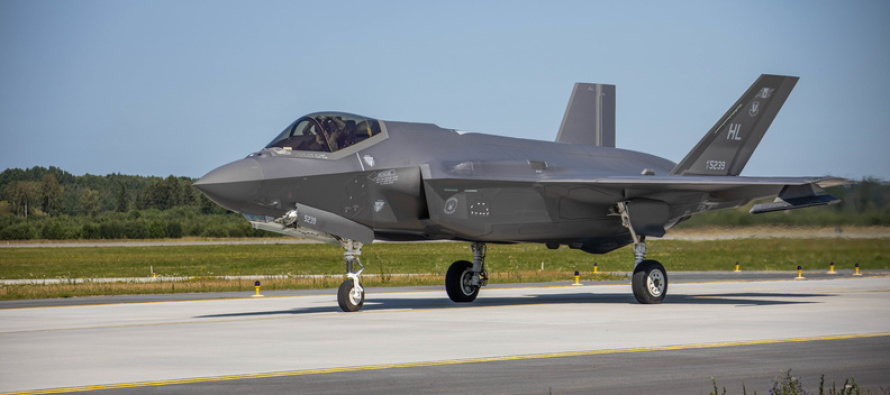 Самолёты ВВС США приземлились на авиабазе Эмари