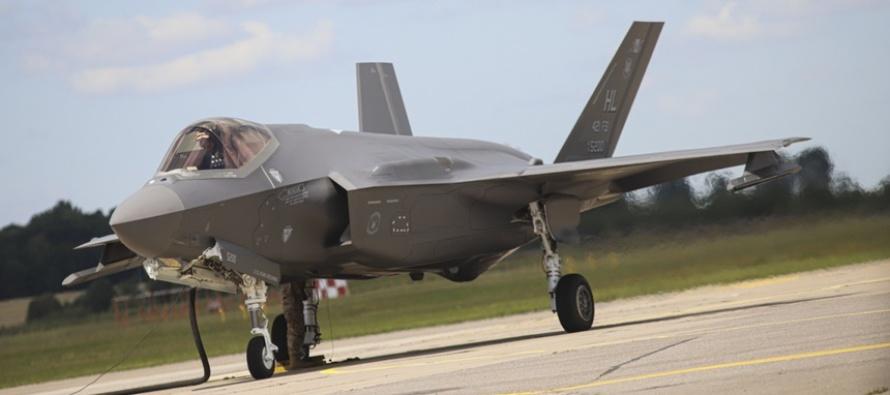 """В Литву прибыли два американских истребителя """"F-35"""""""