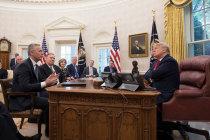 Генсек НАТО поблагодарил Трампа за его приверженность НАТО