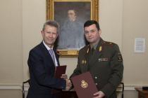 Развитие двустороннего военного сотрудничества